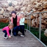 2016-europe-gozo-ruins-mom-and-girls