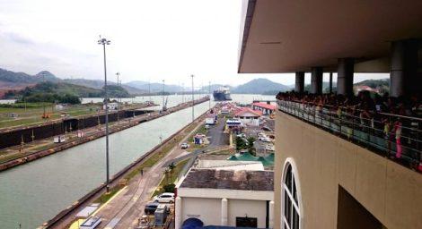 2015-panama-city-canal-ship-approaching-i